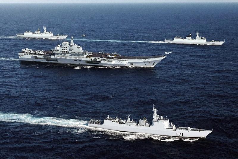 В Южно-Китайское море вышли более 40 кораблей китайского флота во главе с авианосцем «Ляонин».