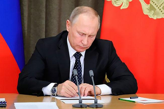 Владимир Путин 4 марта подписал указ о приостановке участия России в ДРСМД.