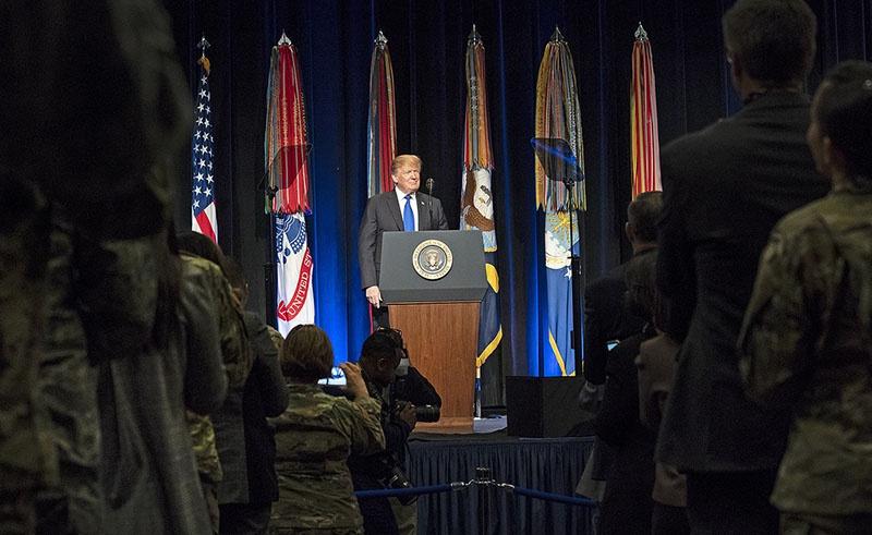 Дональд Трамп объявляет о приостановлении выполнения положений ДРСМД со 2 февраля текущего года.