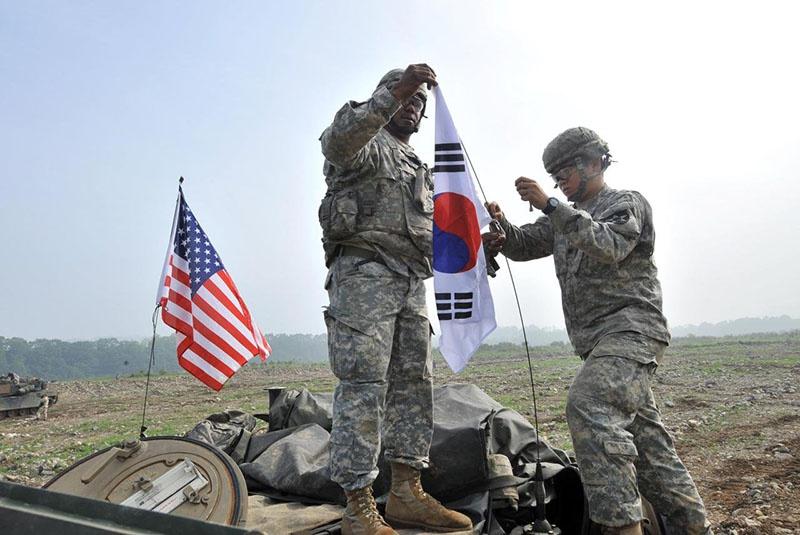 В Южной Корее дислоцировано 28.500 американских солдат «для сдерживания военной угрозы, исходящей от Северной Кореи».
