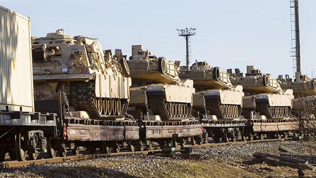 Демократию на Украине и в Молдавии американцы поддерживают танками