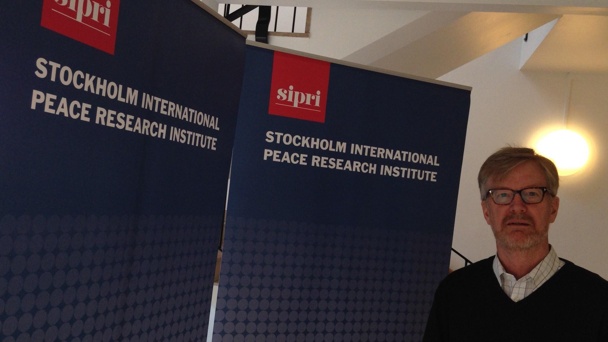 Директор Стокгольмского института исследования проблем мира Дэн Смит, похоже, забыл о нейтралитете Швеции.