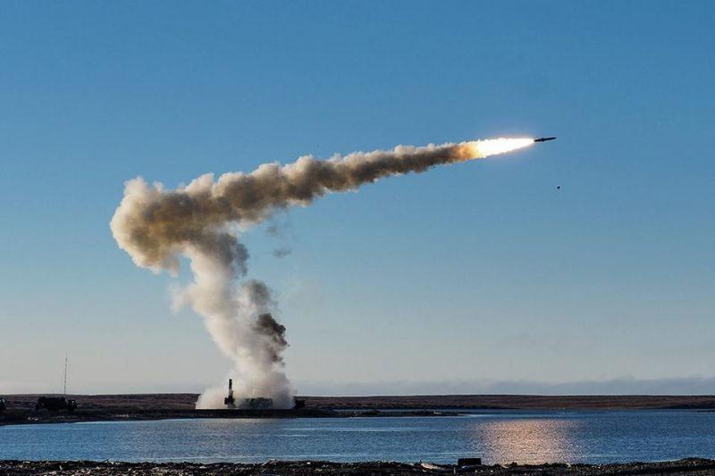 Противокорабельный ракетный комплекс «Бастион» представляет угрозу на расстоянии до 290 километров.