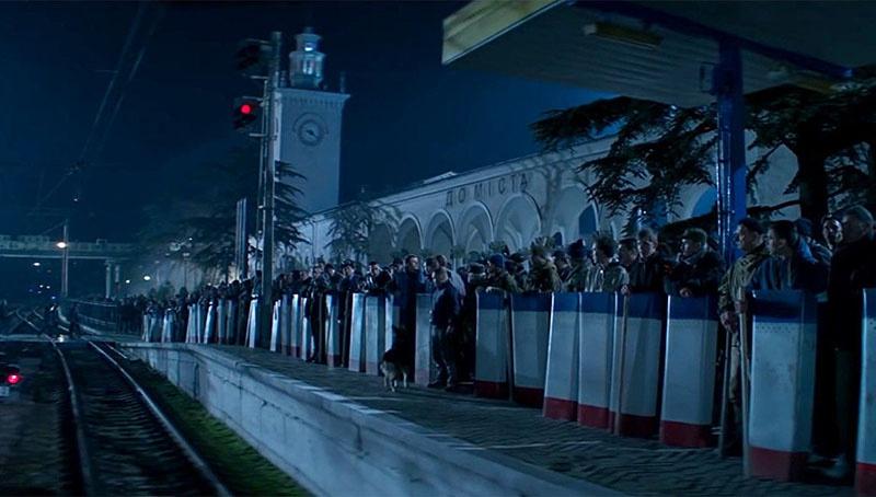 Встреча «поезде дружбы» на вокзале города Симверополя. (Кадр из фильма «Крым»).