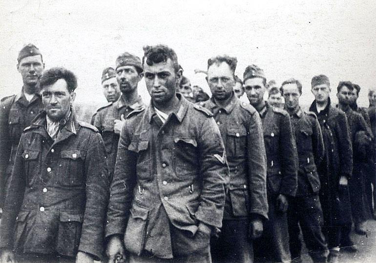 В 1941 году эстонцы батальонами дезертировали с советско-германского фронта или сдавались в плен.