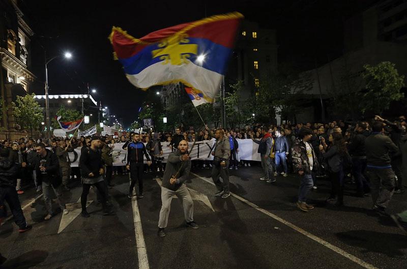 Участники оппозиционного митинга штурмовали правительственные учреждения.