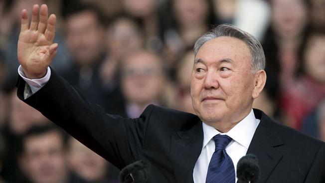 Владимир Жарихин: «Назарбаев уходит, но недалеко»