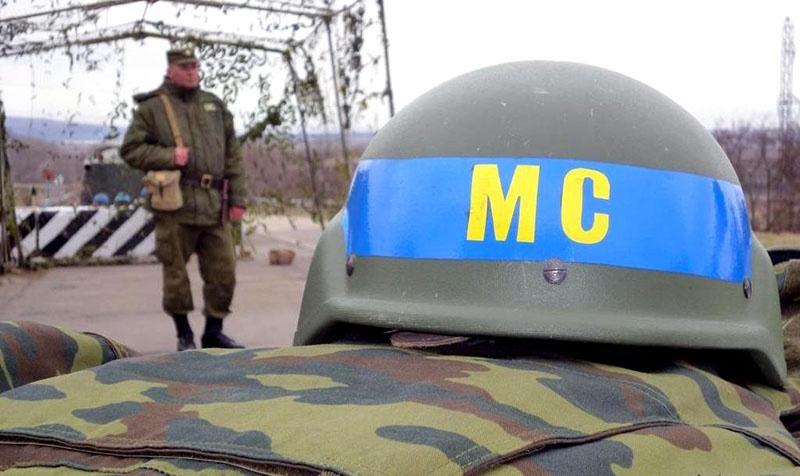 За спинами российских дипломатов незримо присутствуют Вооруженные силы России.