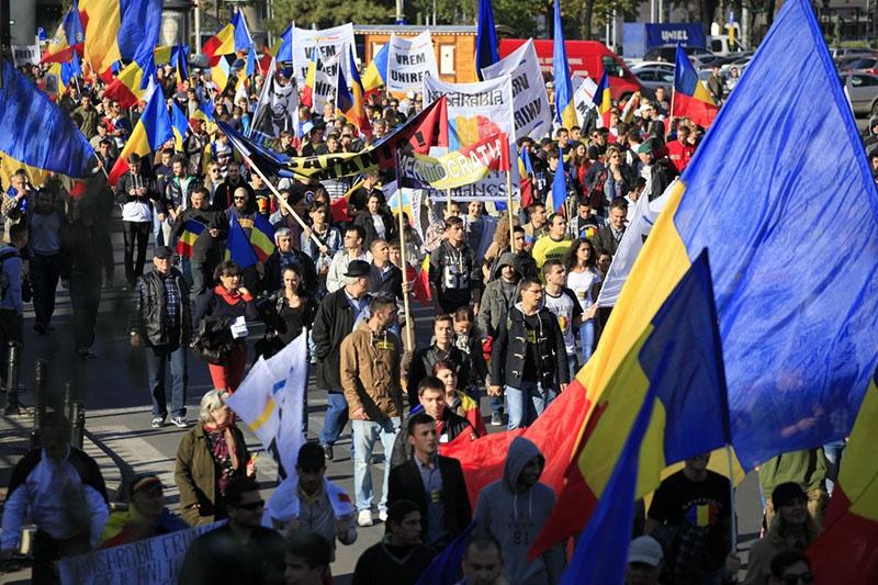 Молдаване, наблюдая как обнищала в составе ЕС и ранее небогатая Румыния, сомневаются в целесообразности объединения.