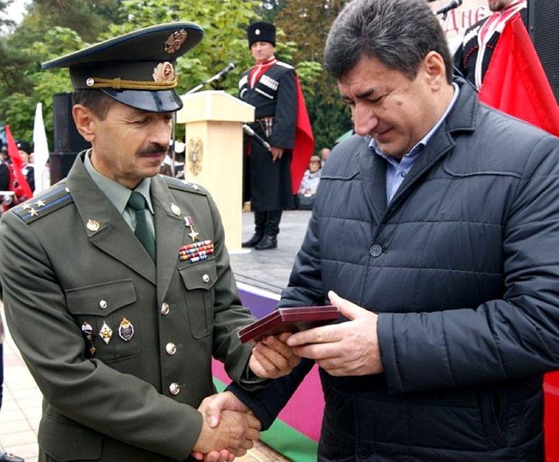 Депутат полковник Евгений Шендрик лично курирует 11 военно-патриотических объединений по всему краю, участвует в формировании и деятельности юнармейских отрядов Кубани.