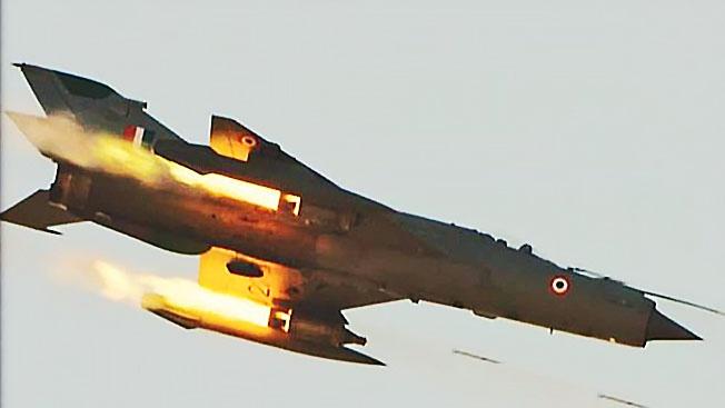 В небе над Кашмиром индийский истребитель МиГ-21 сбил пакистанский F-16.