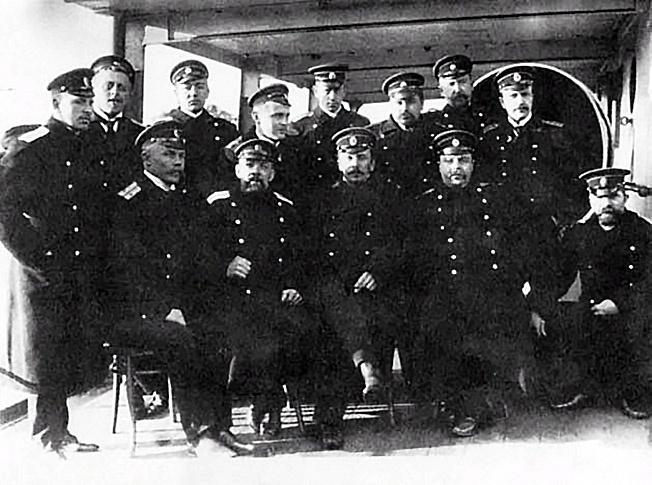 Офицеры транспорта «Иртыш» - лейтенант Шмидт в центре в первом ряду.