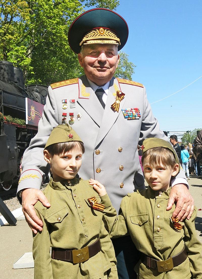 Генерал-полковник Николай Кошман - 9 мая.