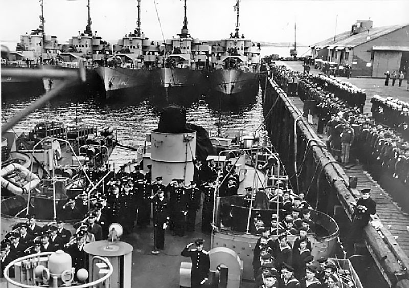 Передача советским морякам фрегатов из состава флота США.