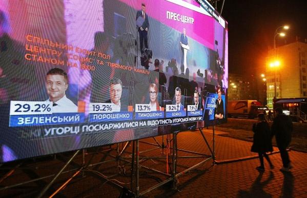Во втором туре примут участие Петр Порошенко и Владимир Зеленский.