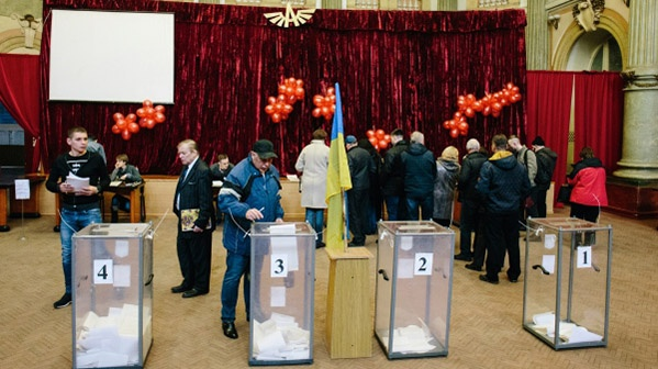 На кресло президента Украины претендуют Петр Порошенко и ставленник олигарха Коломойского