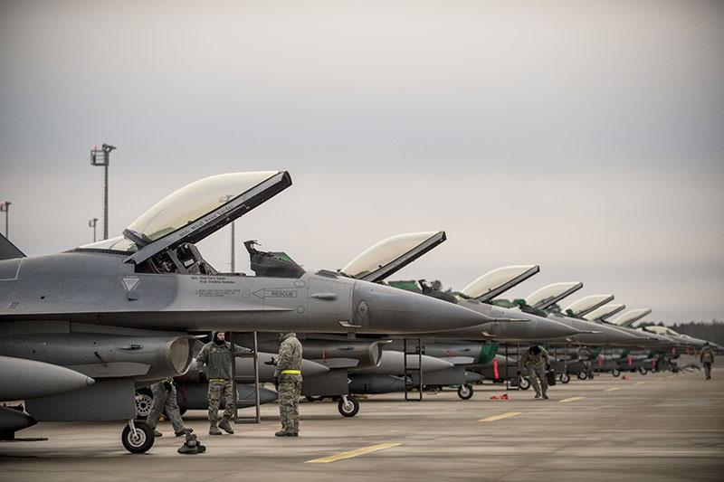 Недостаток боевых самолётов стран Балтии компенсируют американские F-16s, расположившиеся на базе Эмари в Эстонии.