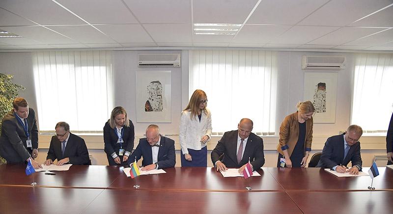 Подписание соглашения между НАТО и балтийскими странами 14 июня 2016 года.