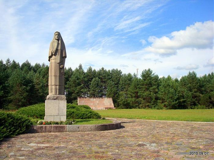 Мемориал на месте сожженной со всеми жителями деревни Пирчюпай.