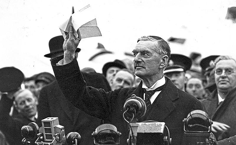 Невилл Чемберлен и не собирался защищать своего союзника Польшу от Гитлера.