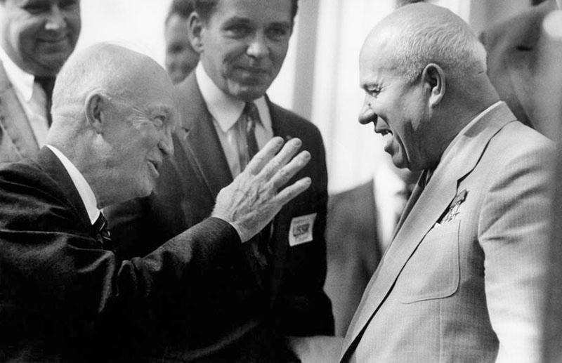 Американский президент Дуайт Эйзенхауэр и Никита Хрущев - любители поспорить...
