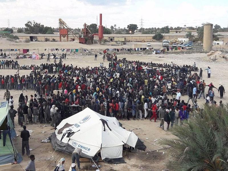 Теперь через Ливию чёрный поток африканцев несётся в Европу.