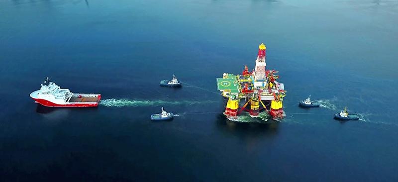 Буровая платформы Nanhai VIII транспортируется в Карское море.