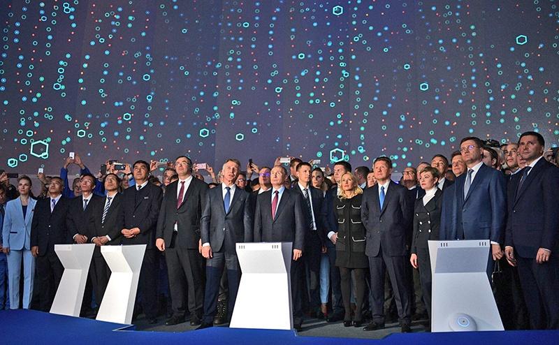Церемония загрузки первого танкера в рамках проекта «Ямал СПГ» с участием китайских партнеров.