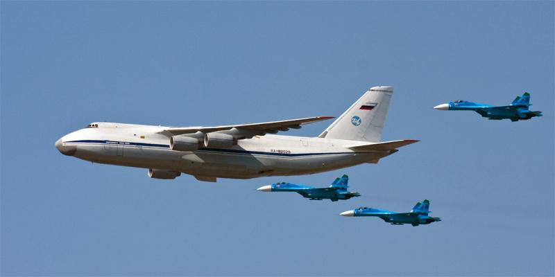 Потолок Ан-124 доходит до 11 600 метров.