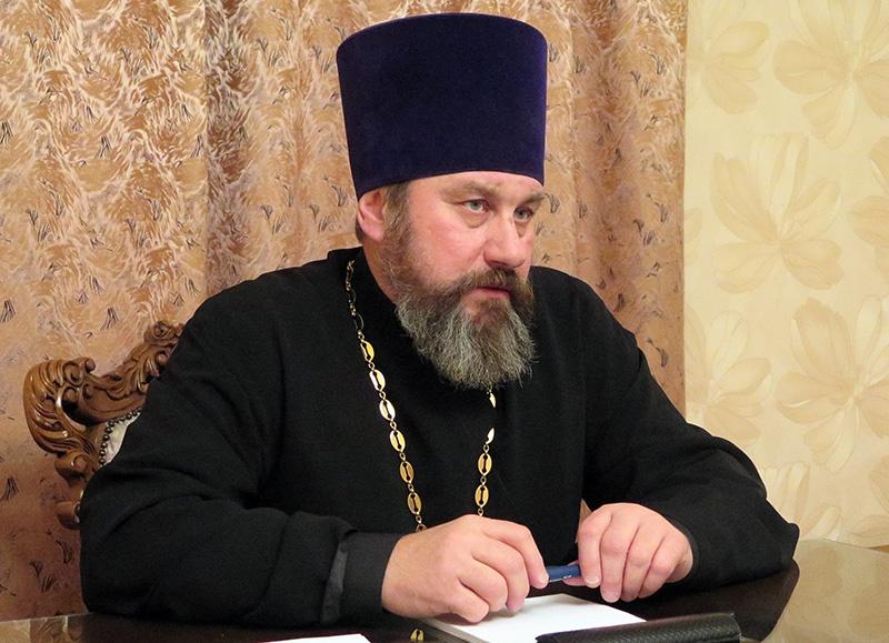 Председатель Синодального отдела по взаимодействию с Вооружёнными силами и правоохранительными органами протоиерей Сергий Привалов.