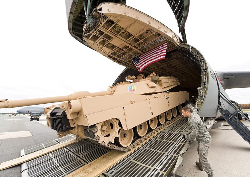 Перевозка вооружения во время операция «Щит пустыни».