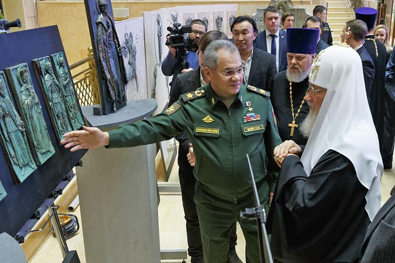 Министр обороны России Сергей Шойгу стал первым жертвователем, сделав взнос из личных средств.
