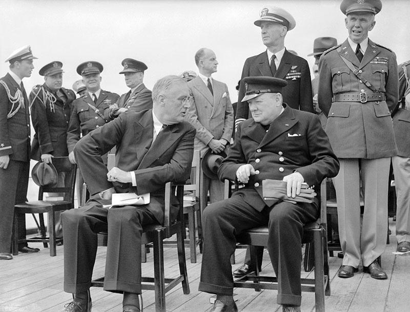 У. Черчилль высказался за всемерную поддержку и помощь Советскому Союзу уже 22 июня 1941 года, Ф. Рузвельт - 24 июня.