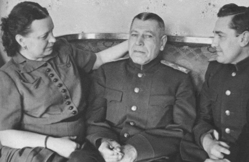 Шапошникова отличали черты истинного военного интеллигента старой закалки.