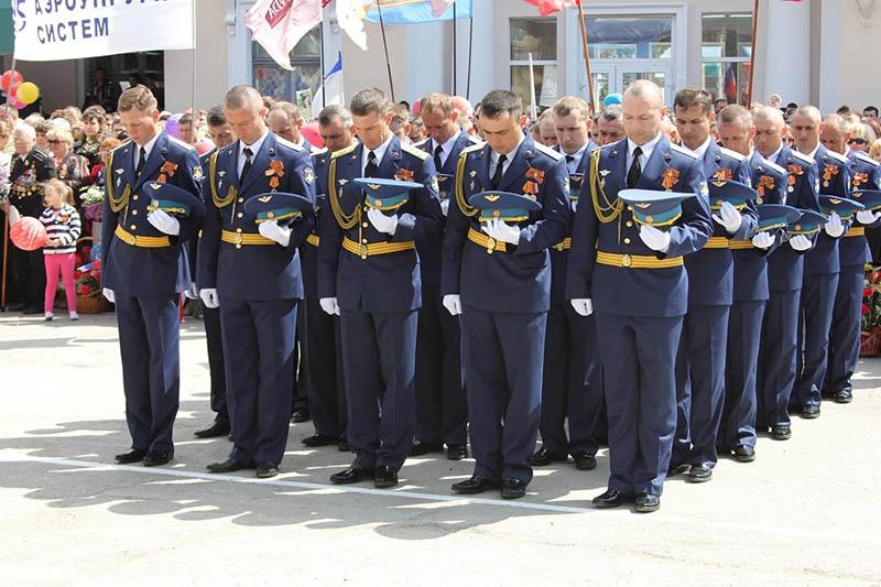 Нынешнее поколение полка помнит своих героев.