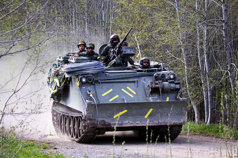 Оплоту свободы и демократии на берегах Балтики немедленно приходят на помощь друзья по военному союзу.