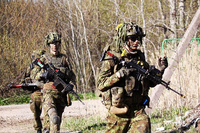 Они ведут операцию сдерживания, выстраивая глубоко эшелонированную оборону.