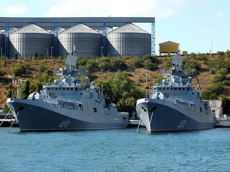 30-ю дивизию надводных кораблей Черноморского флота моряки в шутку называют адмиральской.