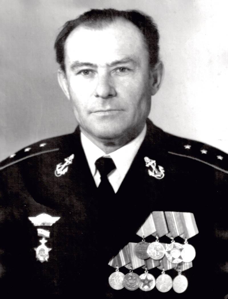 Дед Сергея - старшина батареи 951-го отдельного берегового ракетного полка Черноморского флота Иван Галаган.