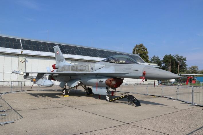 Крылатая ракета AGM-158 JASSM на польском F-16.