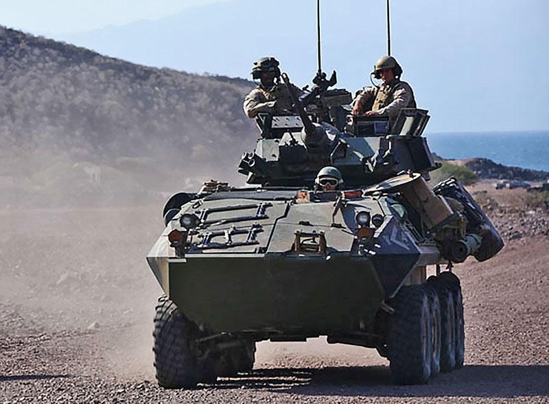 Морские пехотинцы США на LAV-25 в Афганистане.