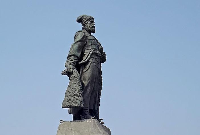 Я. П. Мильчин. Памятник Е. П. Хабарову.