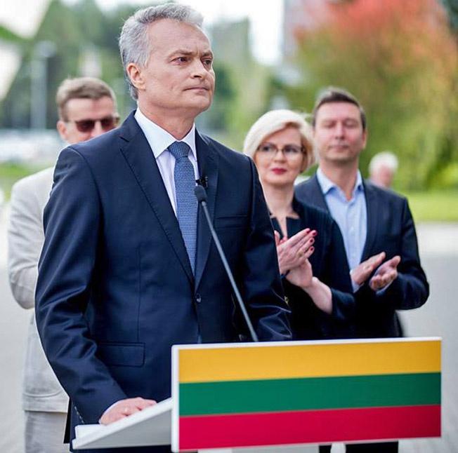 Новый президент Гитанас Науседа получил важный социальный заказ от избирателей — рассмотреть возможность развития делового сотрудничества с восточным соседом в интересах повышения благосостояния литовских граждан.
