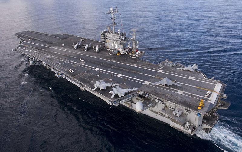 Атомный ударный авианосец USS Harry S. Truman.