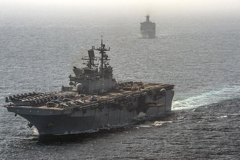 Универсальный десантный корабль Корпуса морской пехоты USS Makin Island.