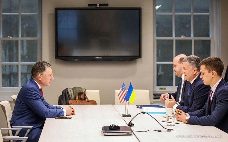 В Вашингтоне министр внутренних дел Украины Арсен Аваков получил указания от специального представителя Госдепа США по вопросам Украины Курта Волкера.