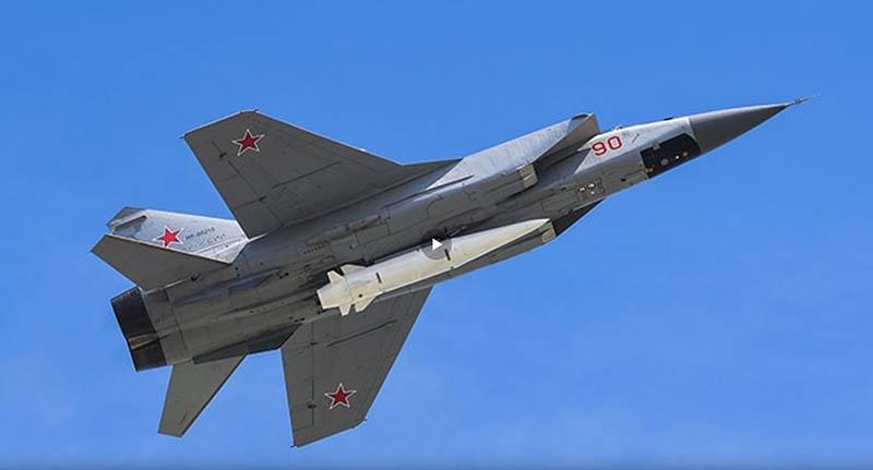 МиГ-31БМ с гиперзвуковой ракетой «Кинжал».