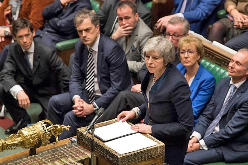 Все попытки Терезы Мэй протолкнуть варианты выхода из ЕС через парламент не удались.