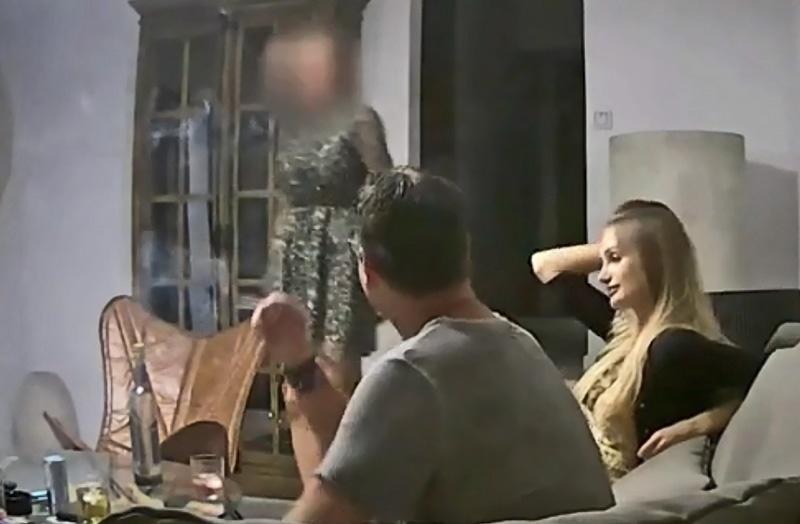 Хайнц-Кристиан Штрахе в хорошем подпитии общается на Ибице с некой Алёной Макаровой, называющей себя племянницей русского олигарха.