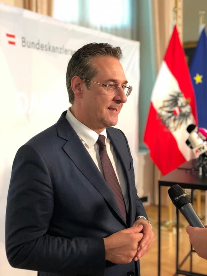 Хайнц-Кристиан Штрахе подал в отставку с поста вице-канцлера и главы АПС.